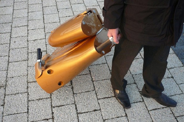antro-moveo-foldable-scooter-folded